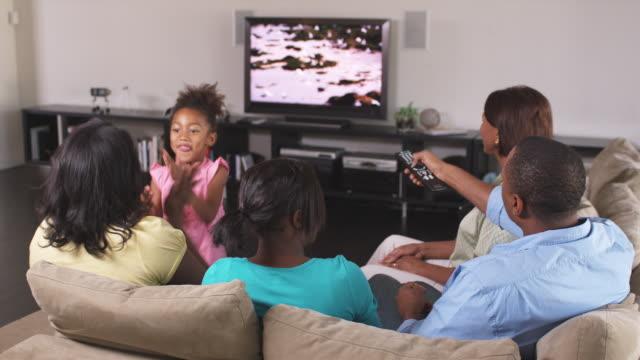 Tener entretenimiento en casa puede ser divertido